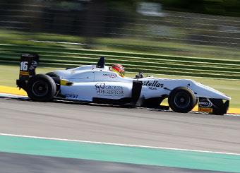 Prueba un Formula 3 F316 Dallara en un circuito con Puresport in Varano