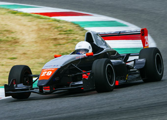 Drive a Formula Renault 2000 in Magione with Puresport