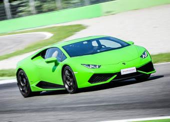 Conduzca un Lamborghini Huracán en Magione con Puresport