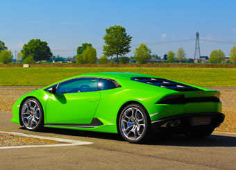Try a Lamborghini Huracán on racetrack with Puresport in Vairano